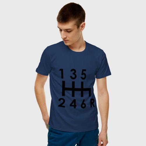 Мужская футболка с принтом Коробка передач, фото на моделе #1