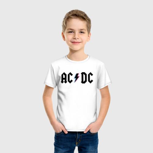 Детская футболка с принтом ACDC, фото на моделе #1