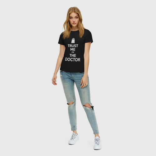 Женская футболка с принтом Trust me I'm the doctor, вид сбоку #3
