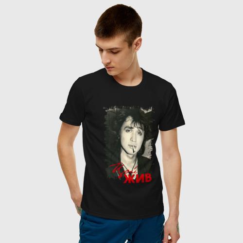 Мужская футболка с принтом Цой жив, фото на моделе #1