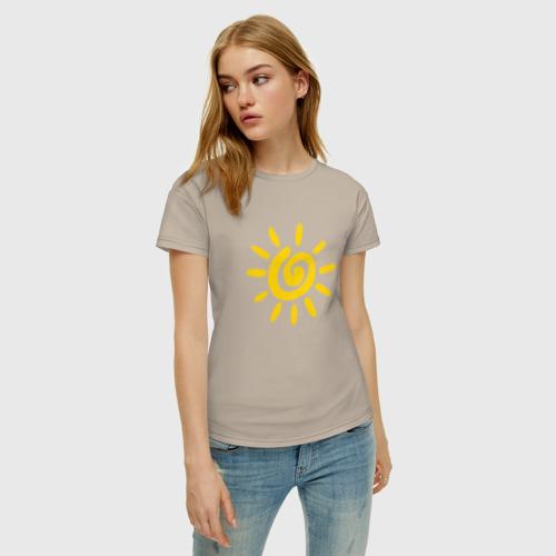 Женская футболка с принтом Солнце, фото на моделе #1