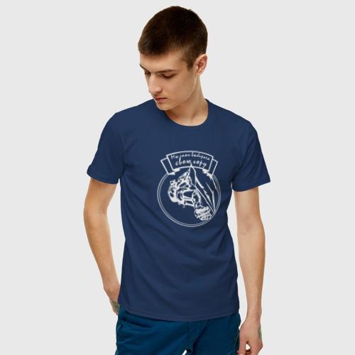 Мужская футболка с принтом Мы сами выбираем свою гору 2, фото на моделе #1