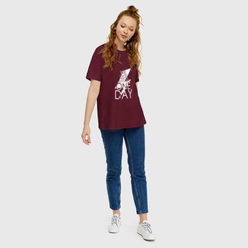Женская футболка oversize с принтом One day, David Bowie, вид сбоку #3