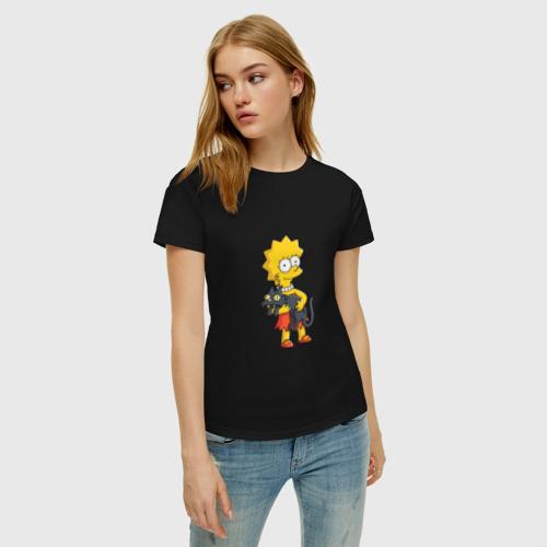 Женская футболка с принтом Лиза Симпсон, фото на моделе #1
