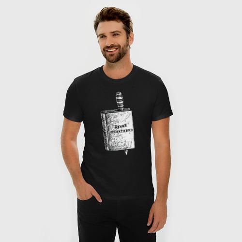 Мужская футболка премиум с принтом Думай позитивно, фото на моделе #1