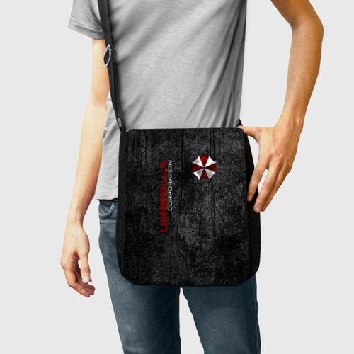 Сумка через плечо с принтом Umbrella corporation, фото на моделе #1
