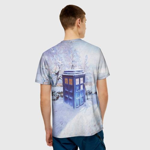 Мужская 3D футболка с принтом ТАРДИС В СНЕГУ, вид сзади #2