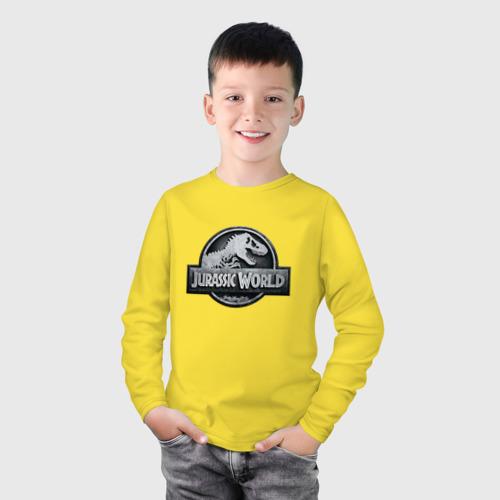 Детский хлопковый лонгслив с принтом Jurassic World | Мир юрского периода (Z), фото на моделе #1
