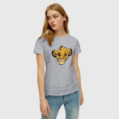 Женская футболка с принтом Львенок Симба, фото на моделе #1