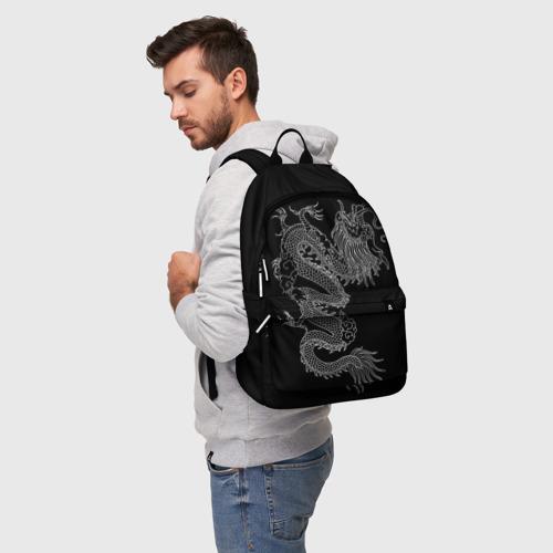 Рюкзак 3D с принтом ЧБ Дракон, фото на моделе #1